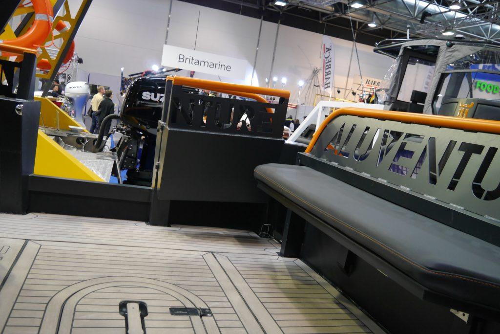 AluVenture 11000XE apt seat and door open